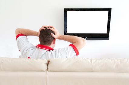 Почему телевизор трещит после выключения